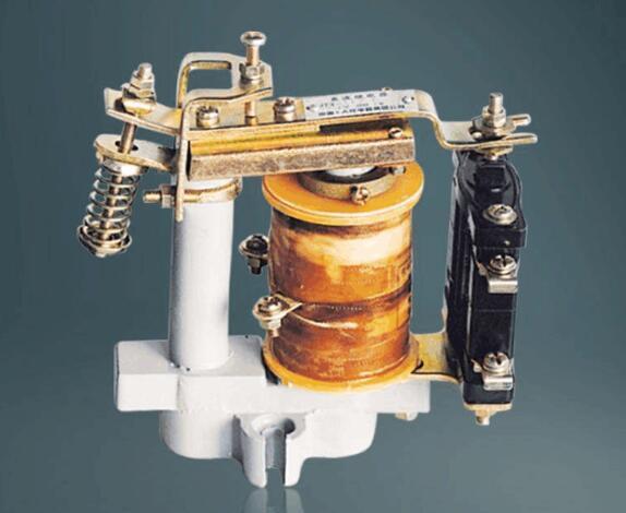 电磁式继电器的构造及作业原理
