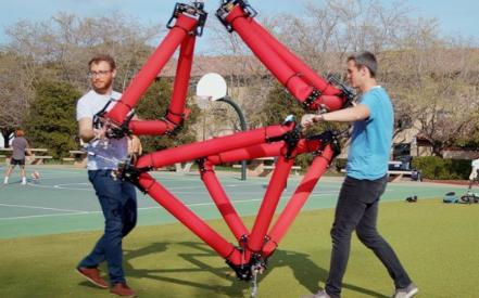 可充氣機器人能變形 運動方向不受限制