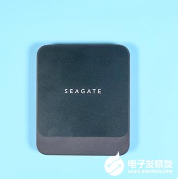 希捷酷鱼Fast SSD 2TB开箱 具备最高540MB/秒的读写速度