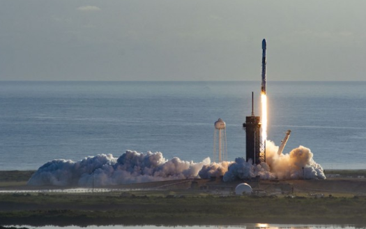 SpaceX Falcon 9火箭克服引擎故障部署卫星