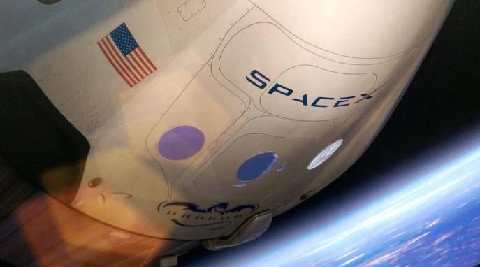SpaceX载人龙飞船降落伞测试物品被破坏