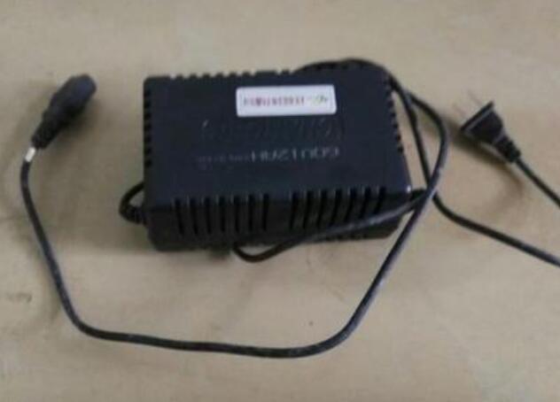 电动车充电器灯不亮怎么回事_电动车充电器红灯闪烁是什么意思