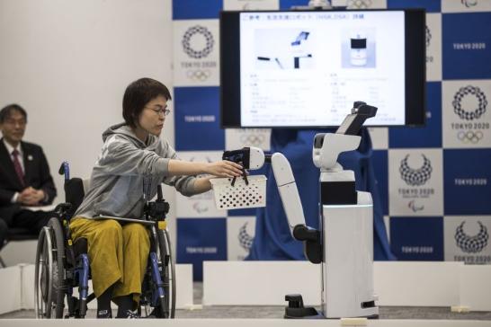 透过VR控制与教育 机器人技术新动向
