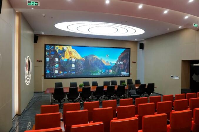 大屏幕如何发展进化:势微的拼接屏与崛起的激光屏