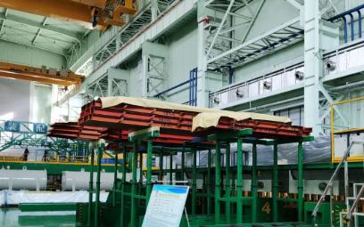 国内首座±800千伏青南换流站变压器进行组装