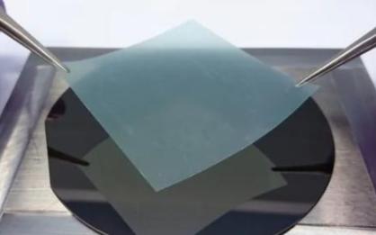 超薄二维半导体研制成功,1纳米芯片不再遥远