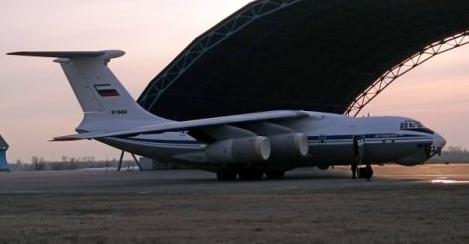 Aviastar-SP公司生产的一架伊尔-76MD-90A飞机正在进行飞行测试
