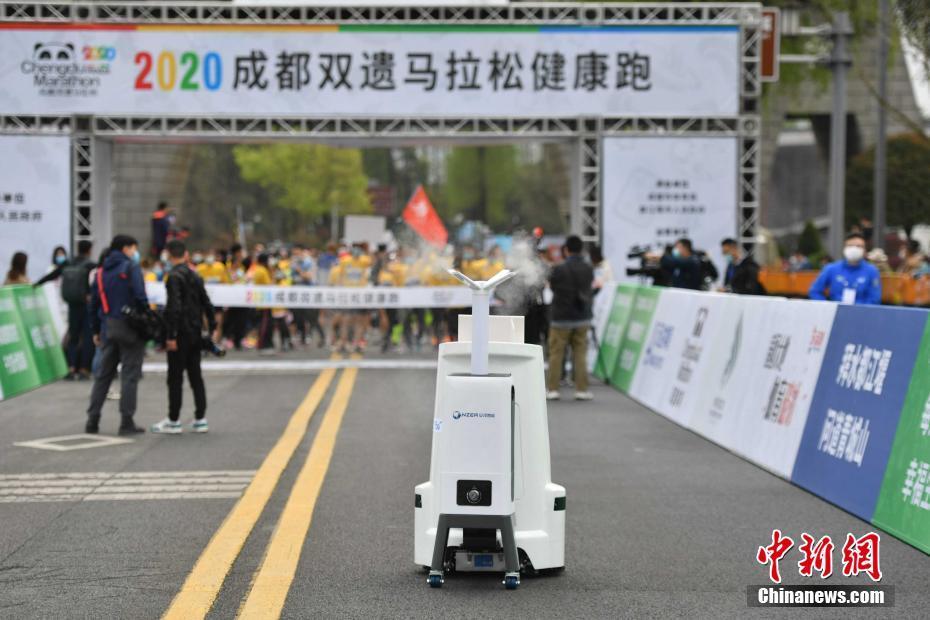 安泽5G消毒清洁机器人助力成都双遗马拉松健康跑!