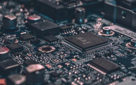 新型纳米器材诞生,比晶体管运行速度快100倍