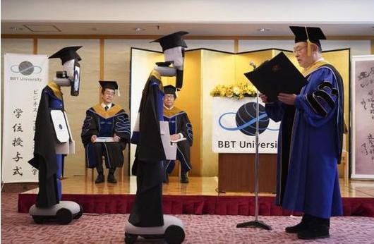 日本BBT大学正在采用机器人来领取毕业证