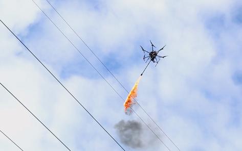 海南喷火无人机清除高压线异物全力提速