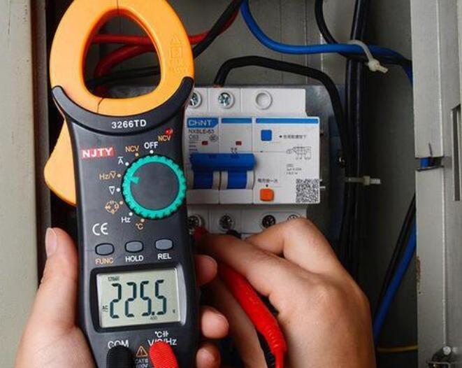 万用表和钳形表检测电流的原理及区别