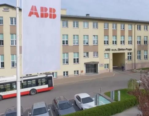 ABB成功安装了全球第一款真正实现人机协作的双臂...