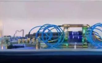 中国发布全球首款可见光通信芯片,有光就可上网