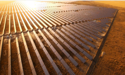国外成功研发一种新型有机太阳能电池 暗房转换效率高达25%