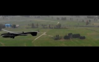 无人机与消防机器人助力灭火