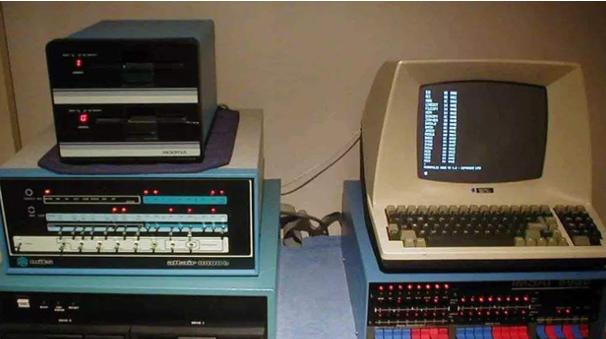 七十年代初的一个重要标志,分布式计算机系统