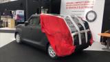 太陽能自動伸縮充電車衣亮相 可讓汽車在停車過程中...