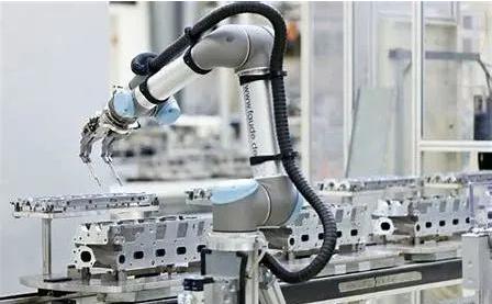 为什么要大力发展协作机器人,因为它具有这些优点