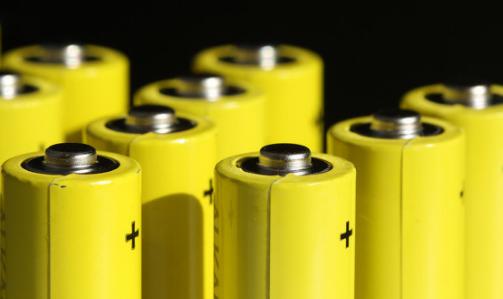 锂离子电池和铅酸电池哪个更适用于储能系统?