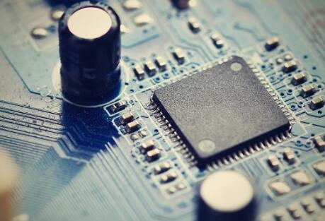 功放一通电电容发热是什么