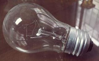影响白炽灯功率的因素_白炽灯功率与电流大小的关系
