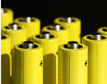 动力电池占据全球主导 宁德时代市场地位面临挑战