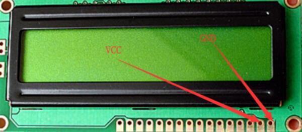 lcd1602只亮不显示_lcd1602简单显示程序