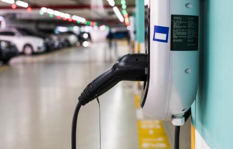 电动汽车通过换电池实现续航升级有什么利弊?