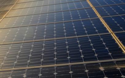安装在车道上的太阳能路面,可为电动汽车充电
