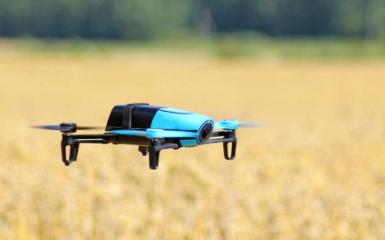 利用无人机开展飞行防控病虫害,大大提高春耕效率