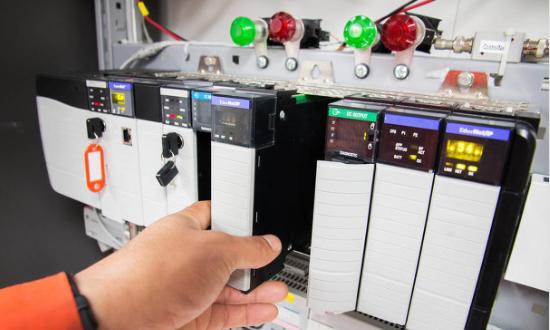 AL t4519020925355008 一种基于ARM和CPLD的温度控制器的设计方案