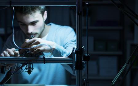 工程师利用3D打印机修复战机,性价比很高