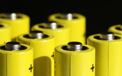 三元锂动力电池一骑绝尘,石墨烯未来该如何发展