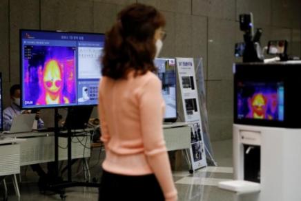 韩国防疫机器人正式上岗,由SK电讯和欧姆龙共同研发