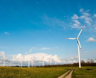 亚洲最大海上10MW半直驱永磁风力发电机成功下线