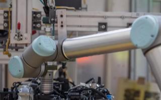 协作式机器人在汽车行业的自动化解决方案