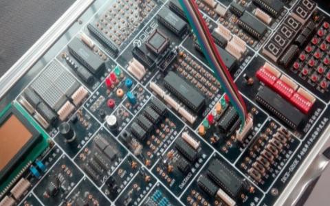 51系列、PIC和AVR三种单片机的优缺点分析