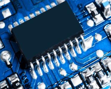 国外云计算企业首次使用QPU超导芯片进行无监督机器学习训练及推理