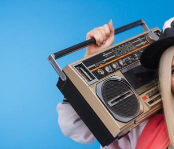 智能帶屏音箱成為市場上的新趨勢