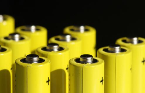 分析磷酸铁锂电池储能价值和动力铁锂电池回归热潮