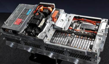 """加快高性能动力电池技术的研发和产业化,将实现""""弯道超车"""""""