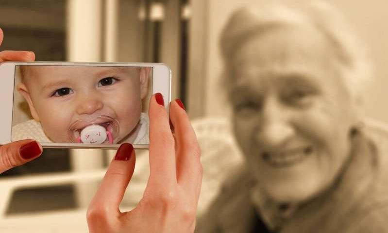 AI算法使用皱纹,斑点识别照片中面孔的年龄