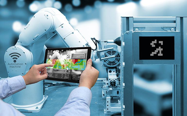 PLC可使操作員監控環境并確保在機器人附近工作人員的安全操作