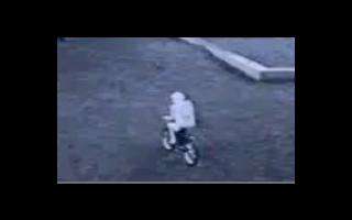 村田頑童研發世界唯一的自行車型機器人