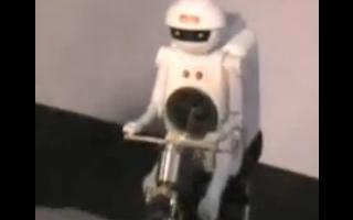 村田頑童演示自行車型機器人控制姿勢行走