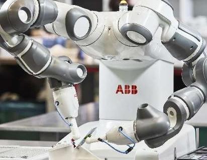 """华为Atlas900训练集群位于""""AI+基础技术""""展区"""