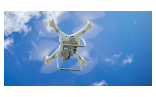 如何使用一种弹性自适应控制方法实现超声速飞行器的控制
