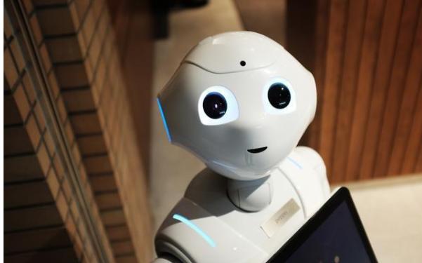 人类医生与机器人医生的组合,完美地实现了优势互补