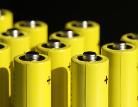 锂电池技术改进完善,宁德时代促进新能源汽车潮流